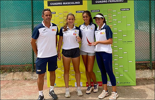 El equipo cadete femenino del C. T. Torrevieja Tercer clasificado en el Campeonato de España